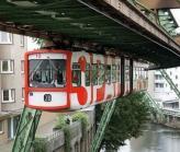 德国城市上空的挂列车,很有盗梦空间的感觉有木有!